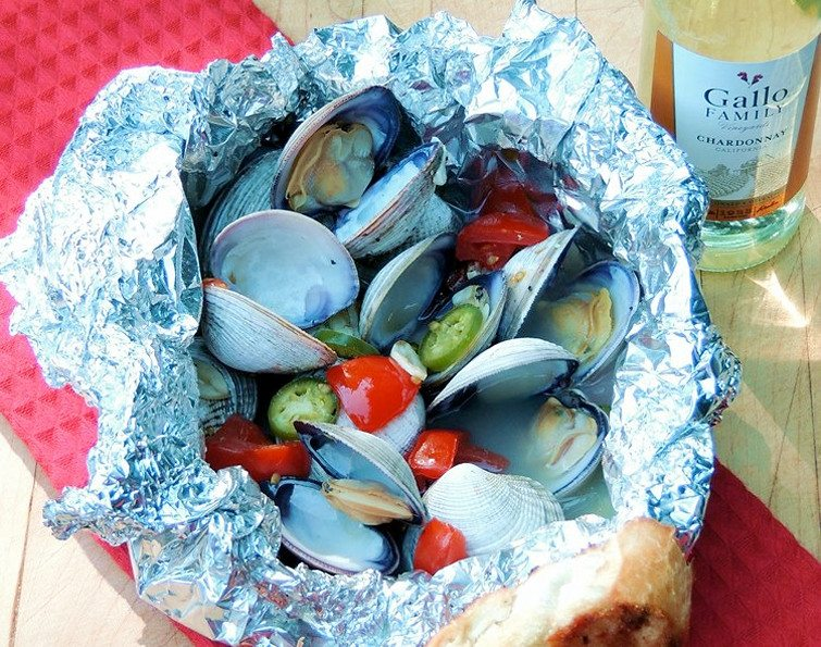 Spicy Grilled Clams from Bobbi's Kozy Kitchen #GirlsCanGrill