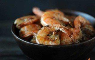 black bowl with 7 grilled shrimp inside