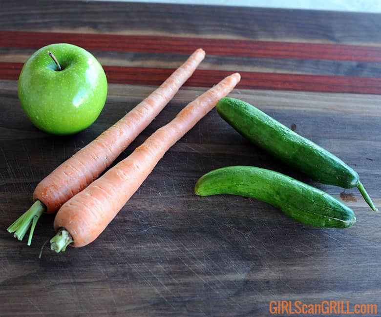 1 green apple, 2 carrots, 2 pickling cucumbers